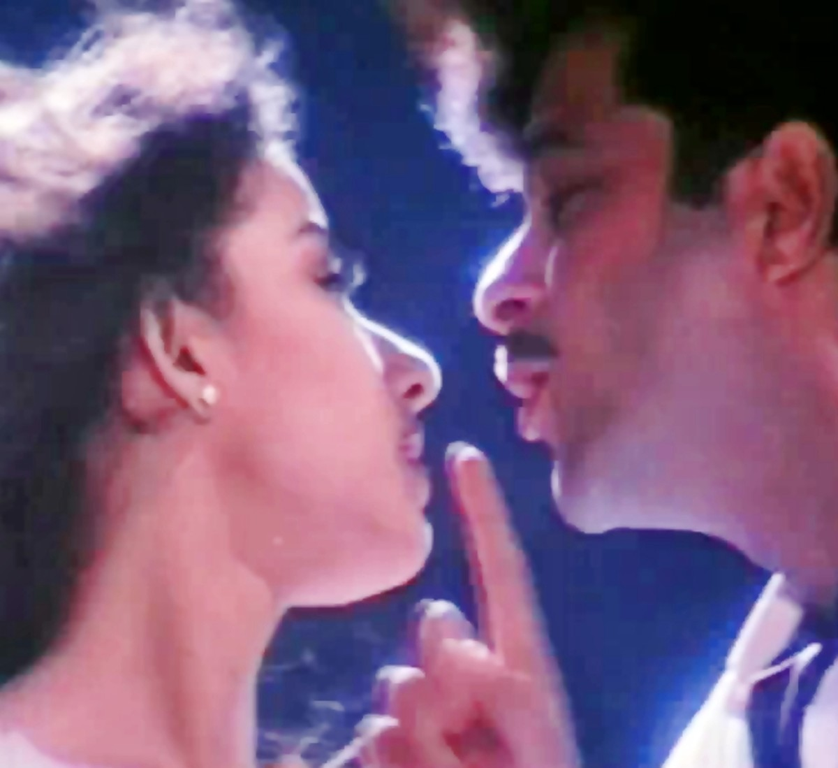 Anil Kapoor & Manisha Koirala in Kuchh na kaho.... : One of the sweetest theatrical picturisation of love.