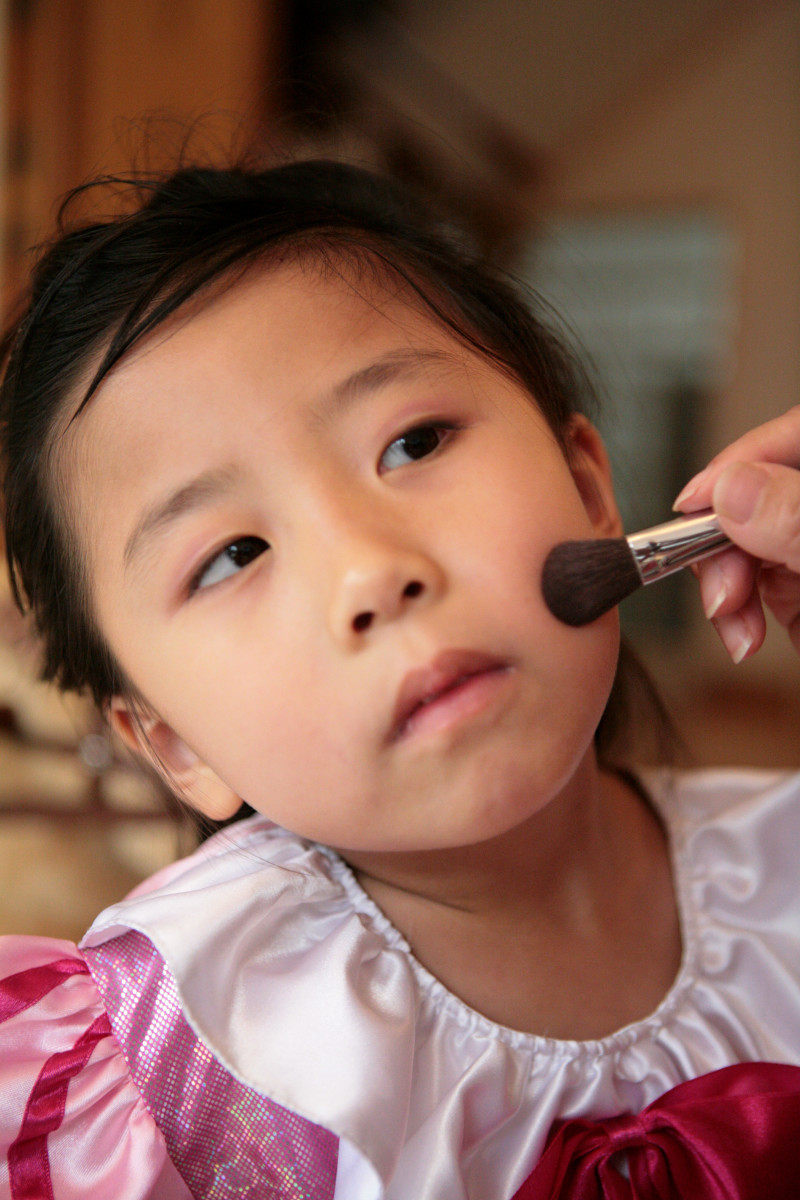 parties are a great fun way of making little ones feel like princesses with a little makeup applied by you.