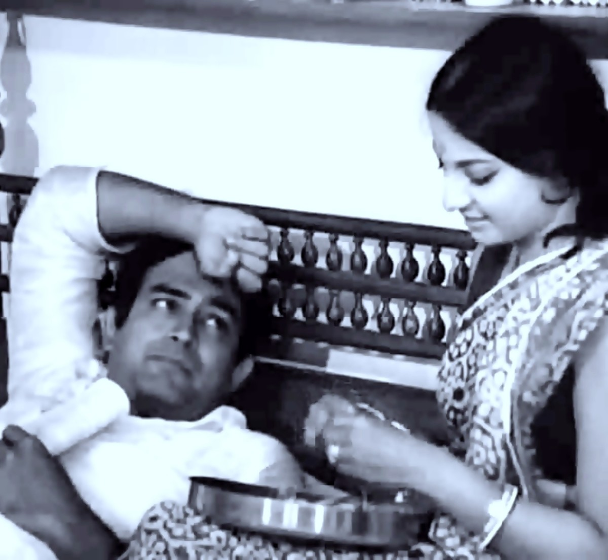 Sanjeev Kumar & Mumtaz in Phir kaheen koi phool khila...: One of the most realistic pieces of acting seen in a Bollywood song