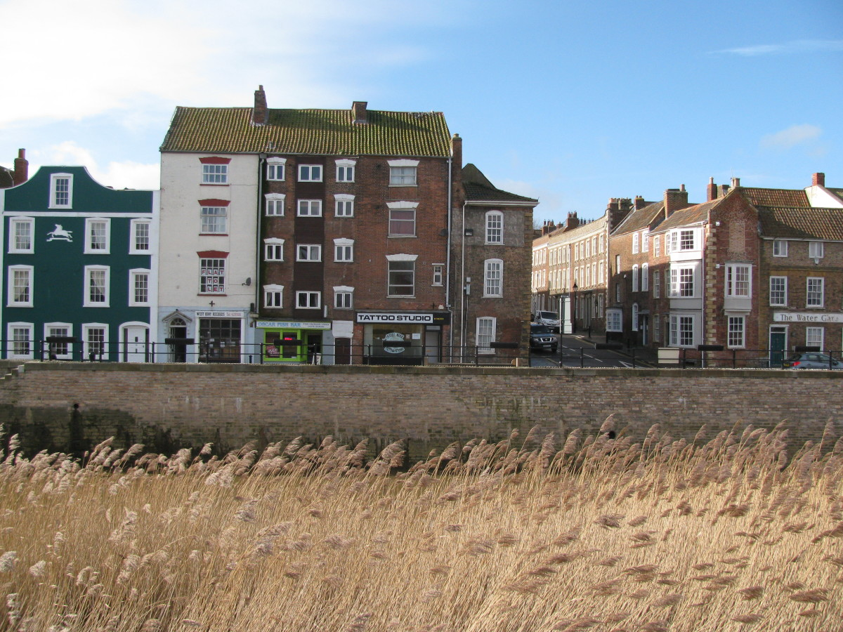 Perfect restoration in front of the threatened shops and flats  (Castle Street to the right)