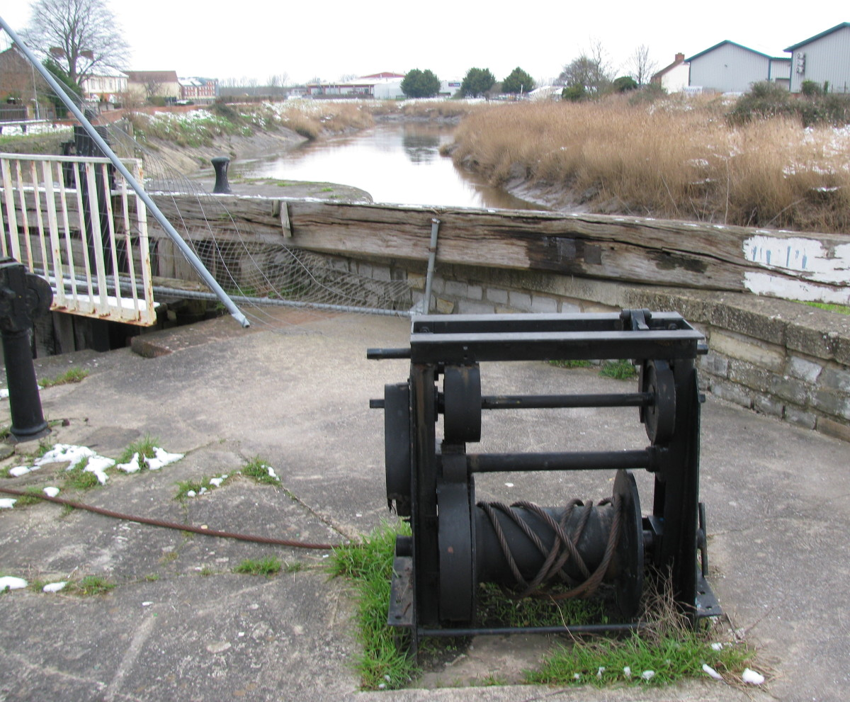 Winching Gear, to bring ships from River to Marina