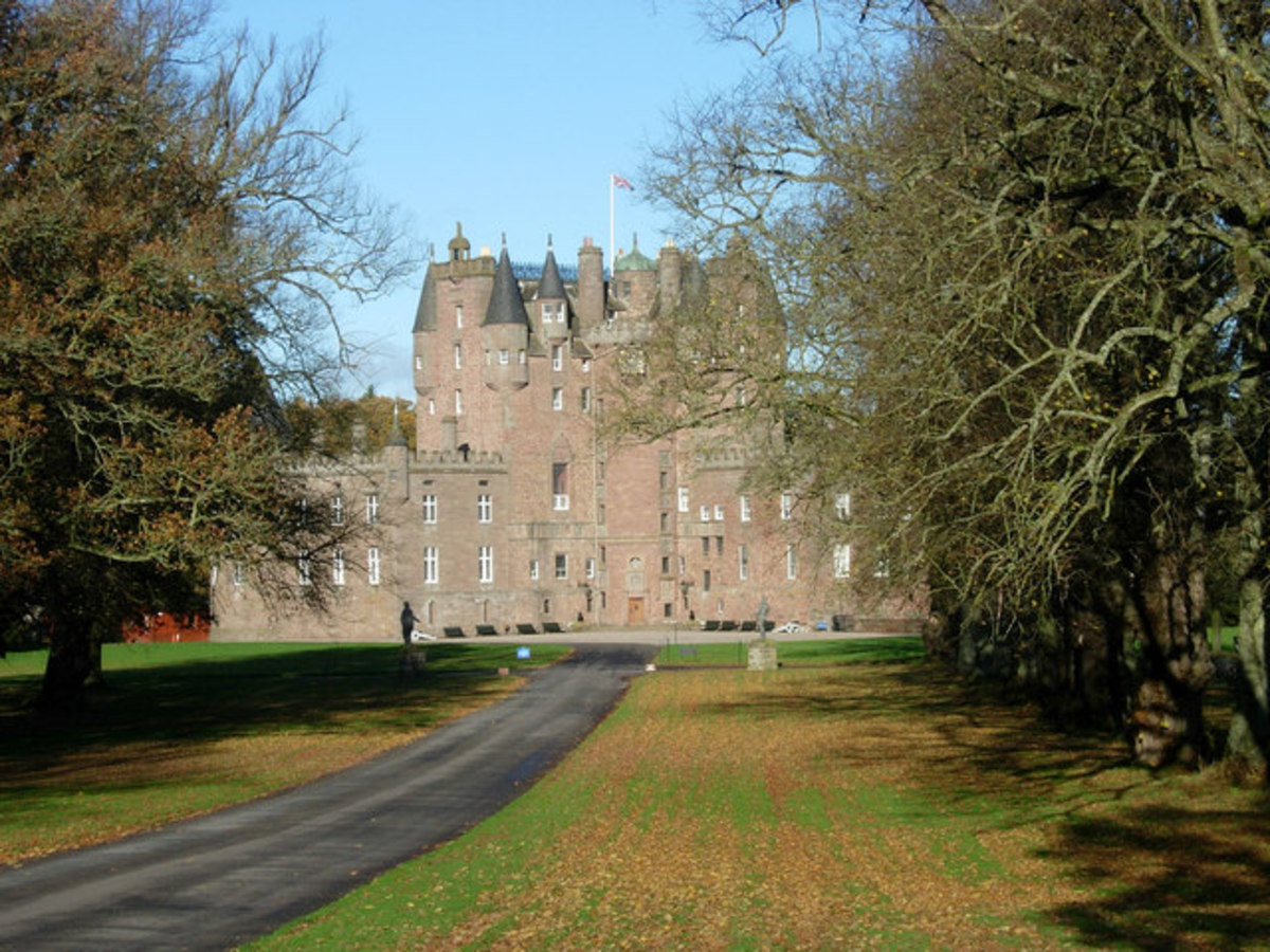 Glamis Castle - approach up the main driveway
