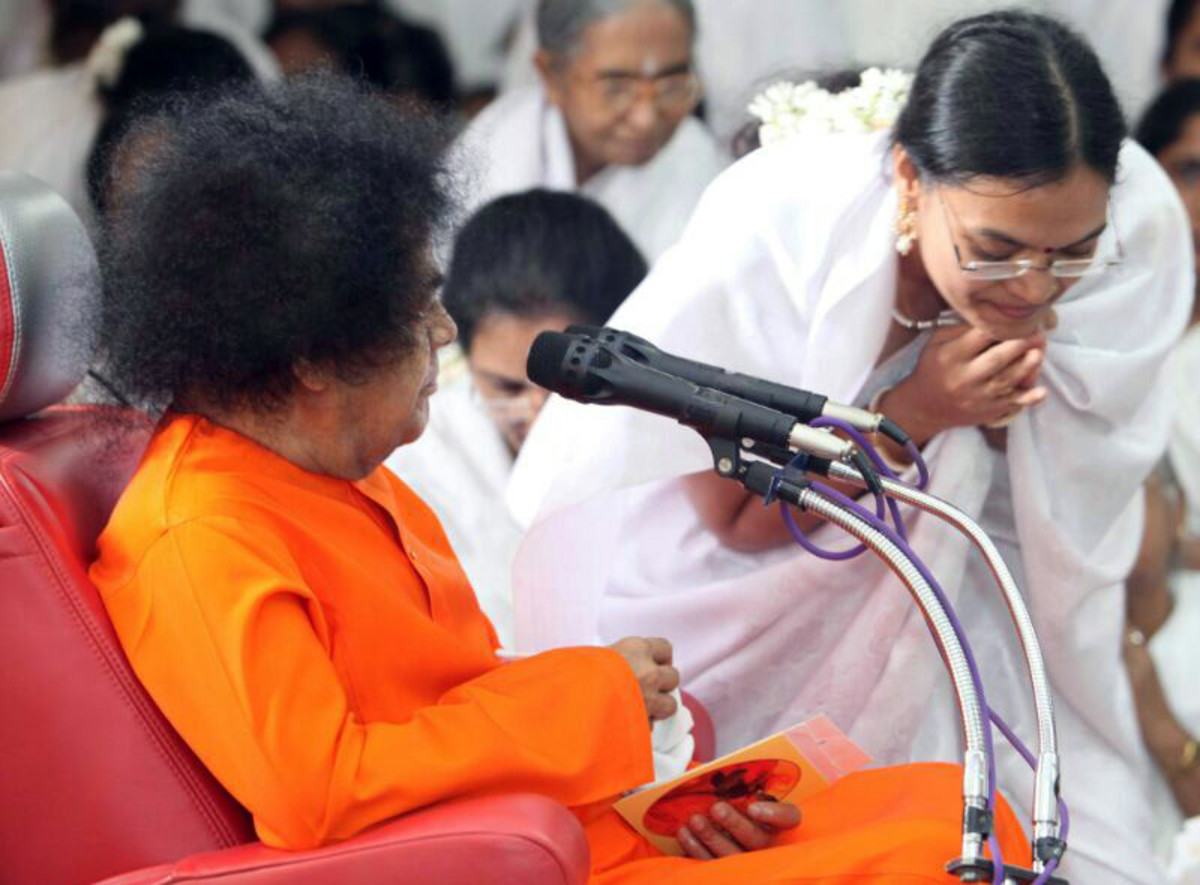 Swami blessing Archana during a programme at the Sri Sathya Sai General Hospital, Puttaparthi, where she worked as a dentist.