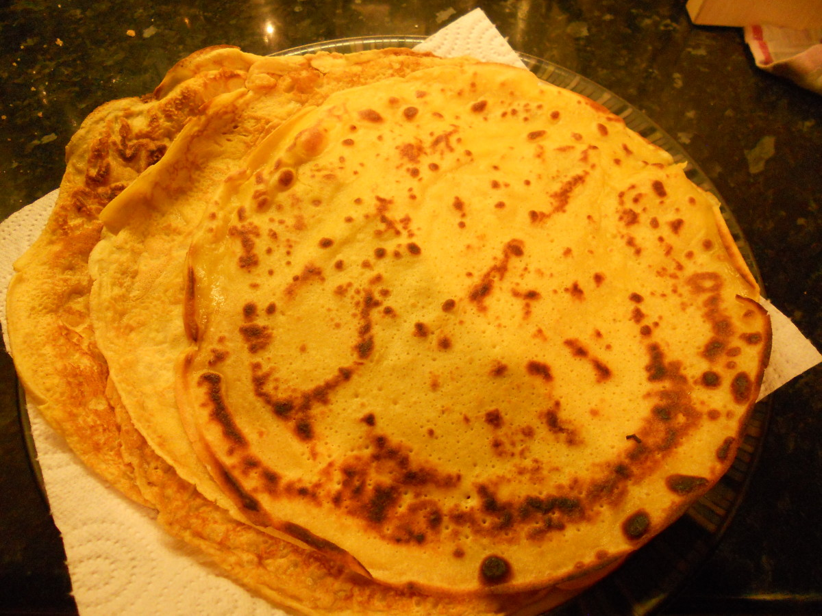 A stack of cooked pancakes