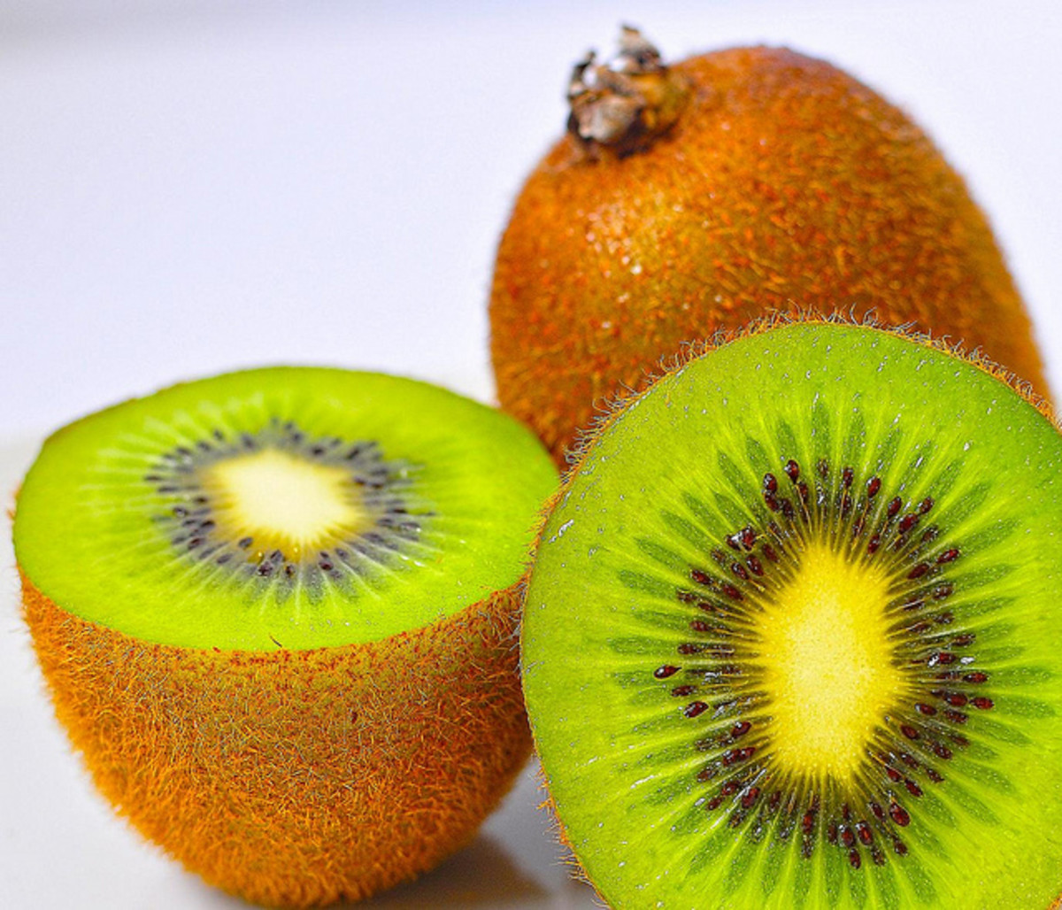 A medium kiwi is only 46 calories! Pair with a low calorie pita for a filling lunch.