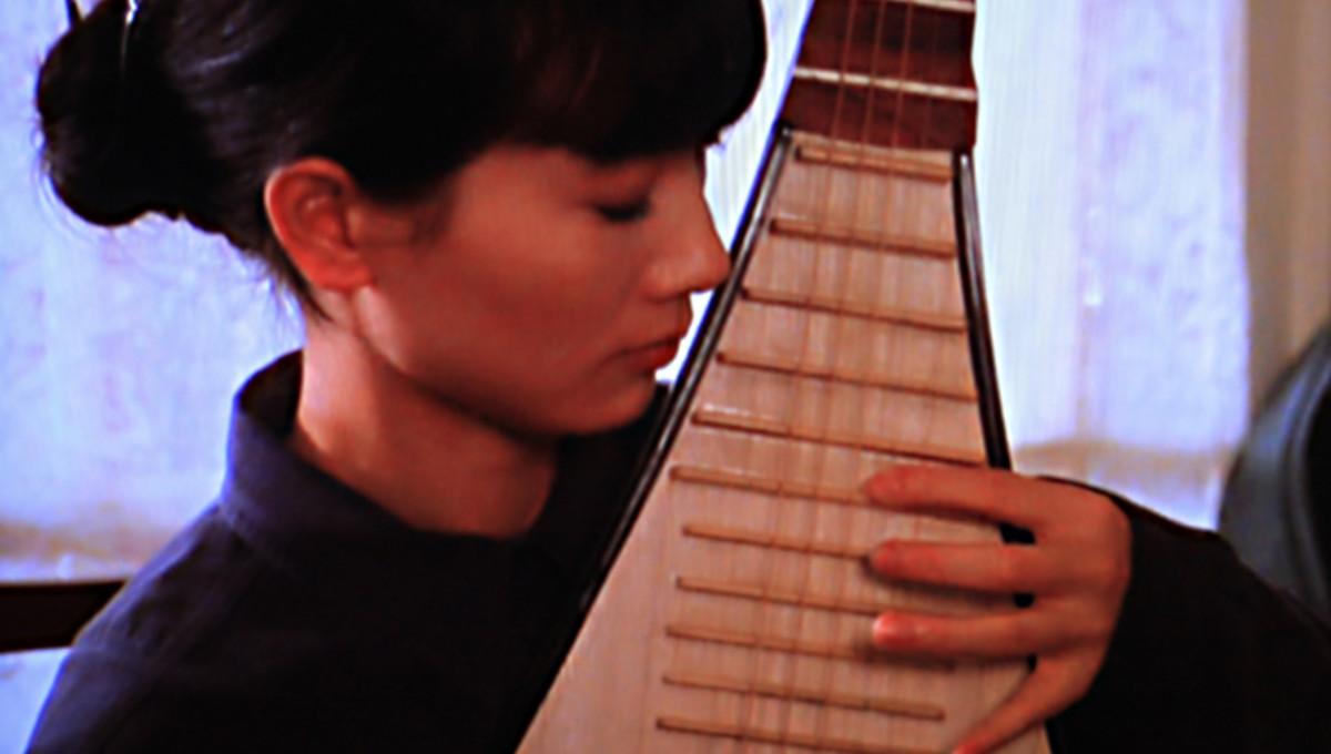 Shen Yuelin plays the pipa