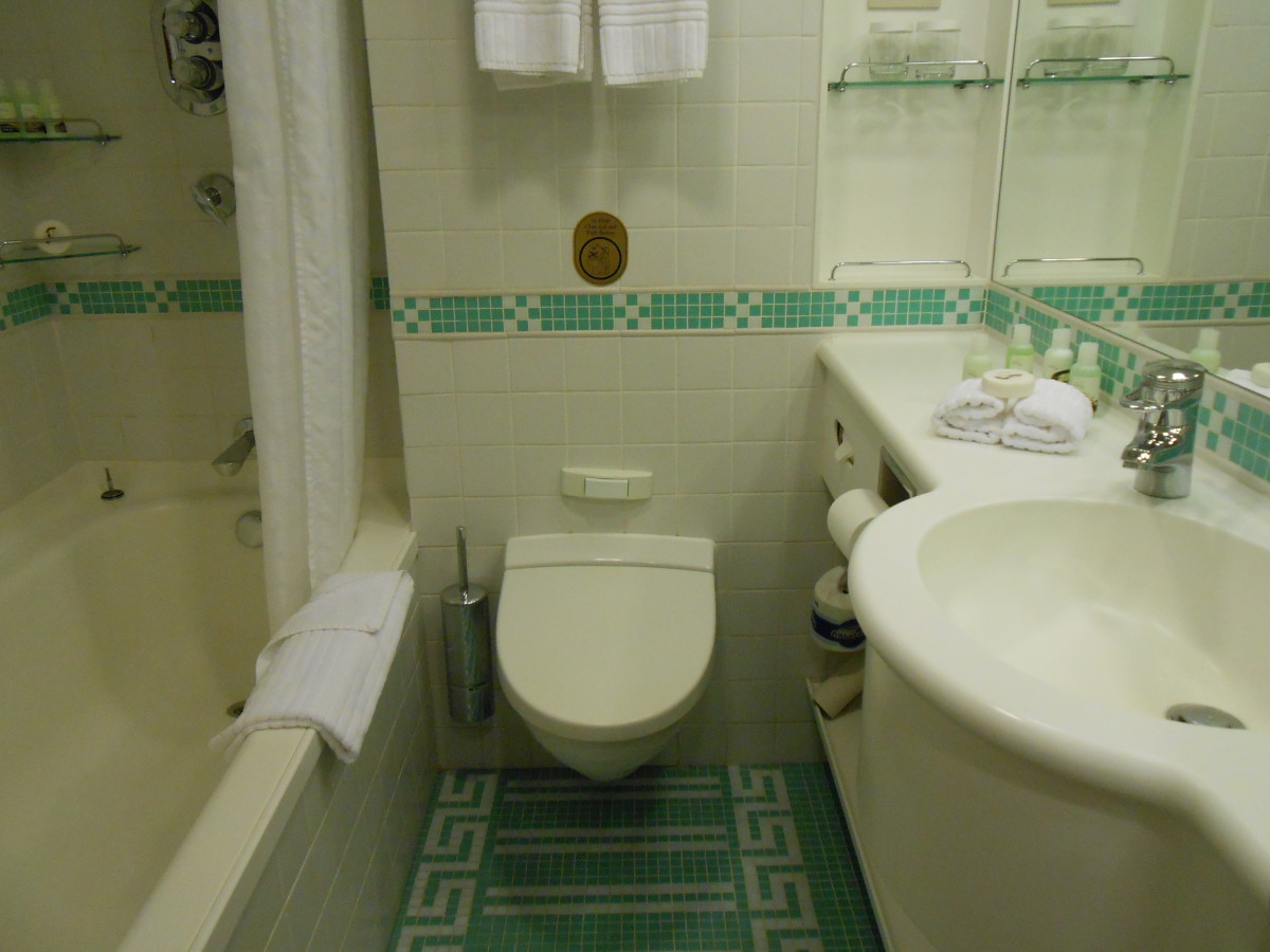 A small but very functional bathroom