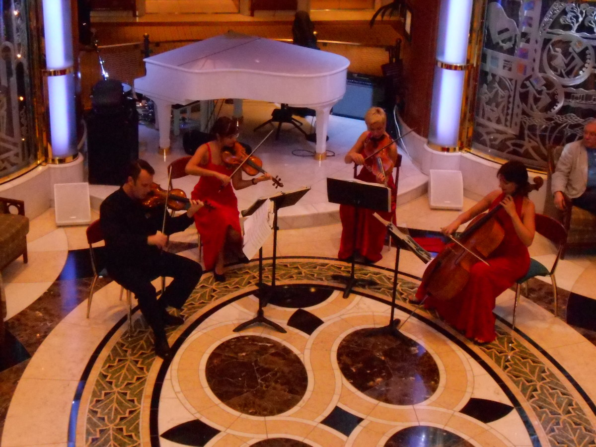 A classical music concert happens every day/night in the gorgeous atrium.