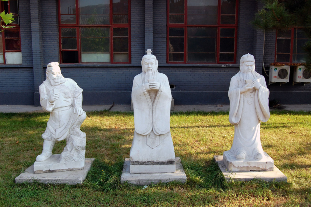 Statues of  Zhang Fei, Liu Bei and Guanyu, famous warlords and generals.