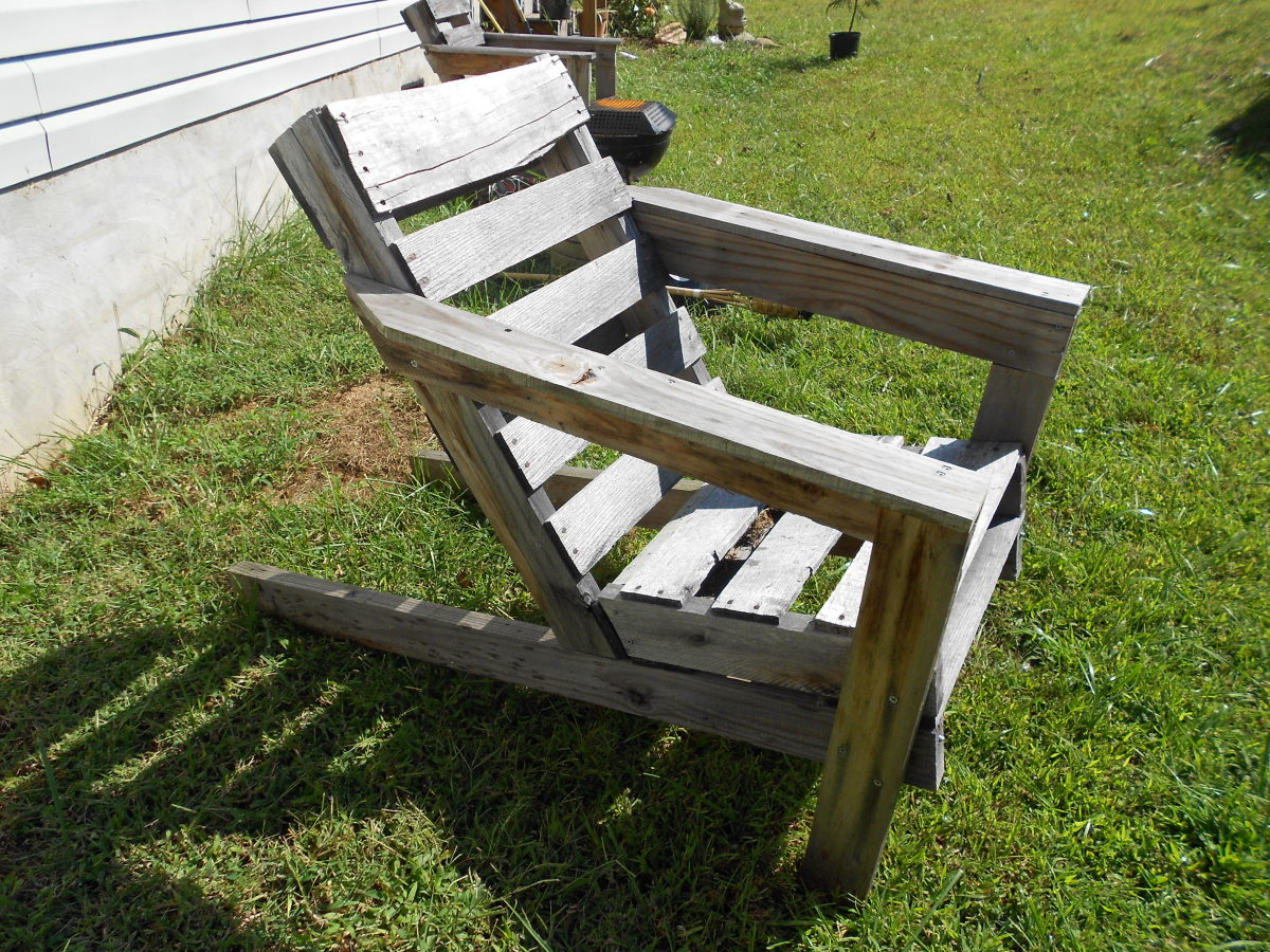 My pallet chairs use pallets as building materials and require very little disassembly.