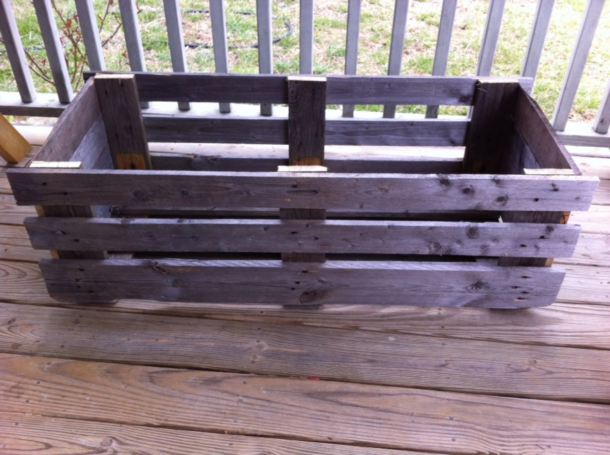 This pallet project can be made into several other finished projects.