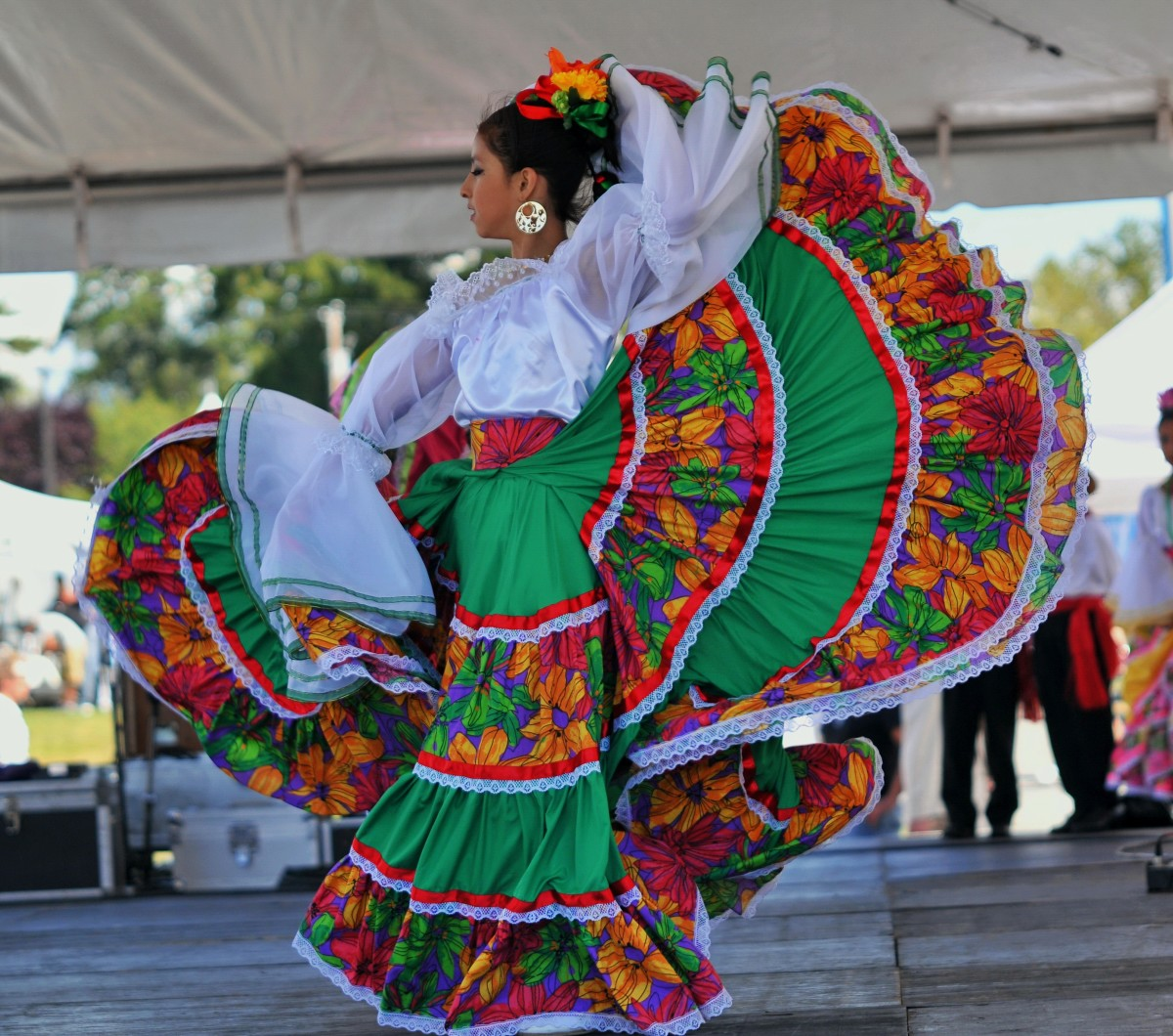 Traditional Mexican folk dancing can be a great addition to your Cinco de Mayo party!
