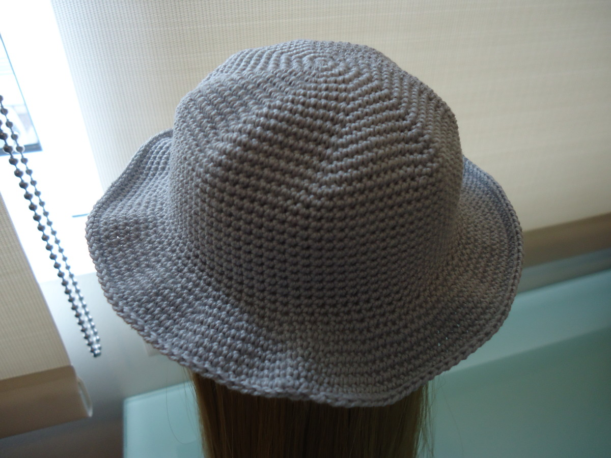 Hat with no embellishment.