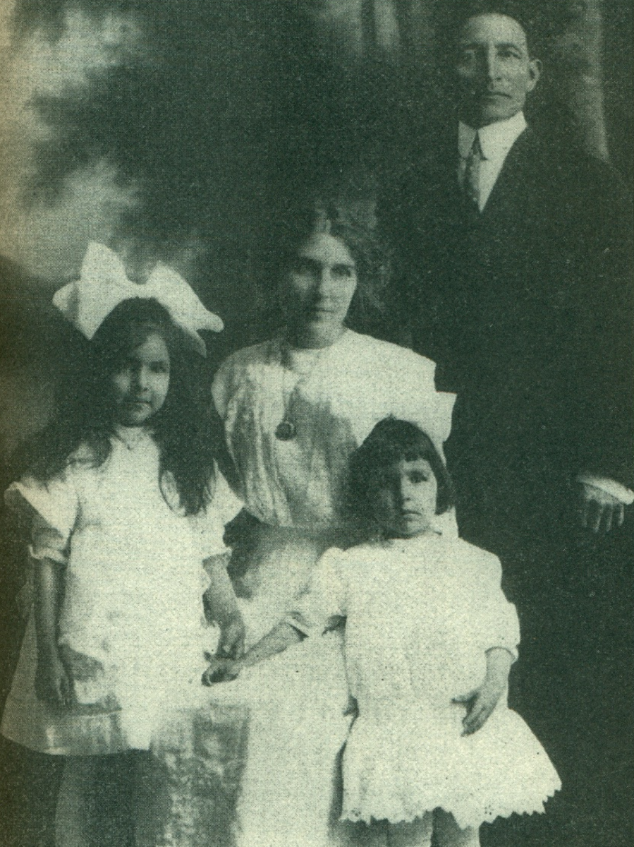 Chauncey Yellow Robe and family, 1915