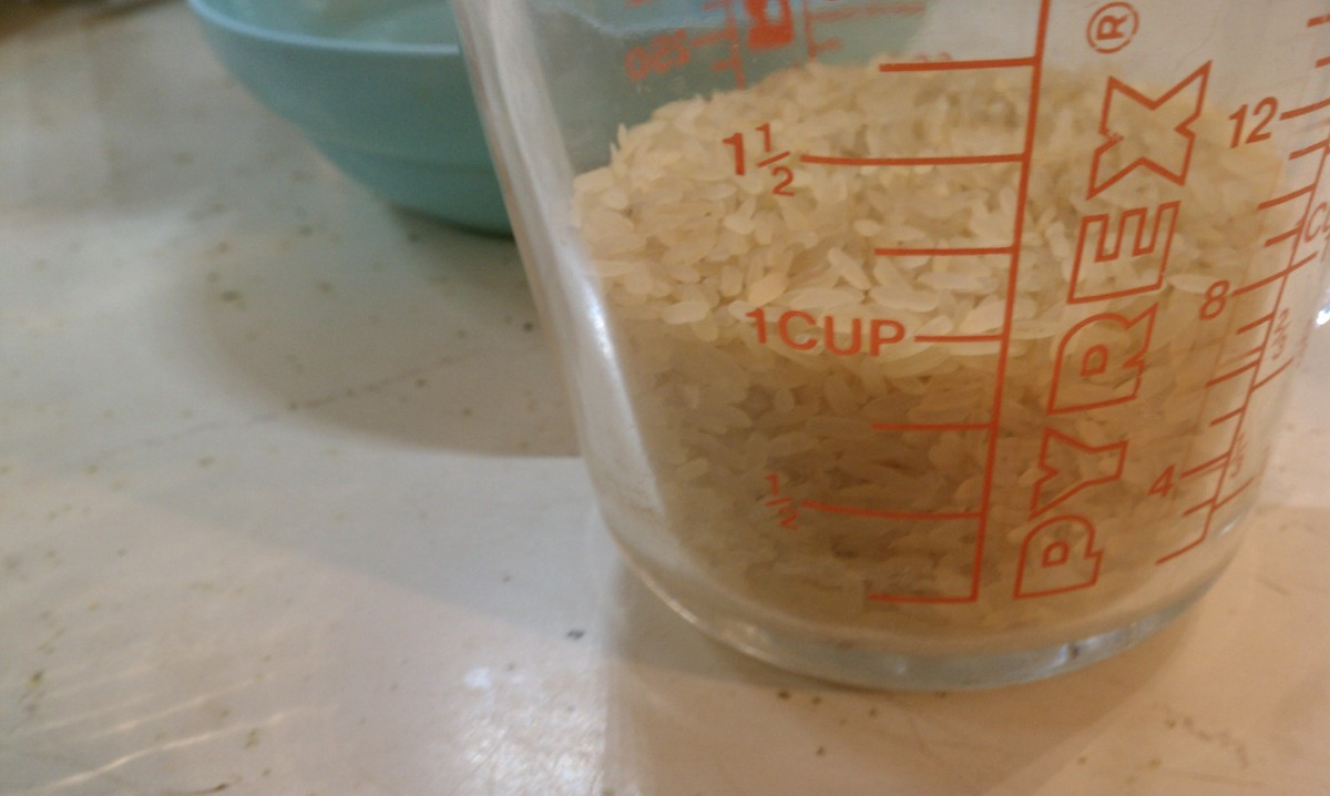 measuring rice for cooking in solar oven