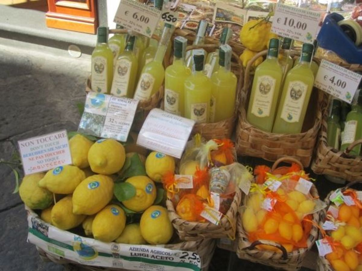 Limoncello and lemons for sale in Amalfi