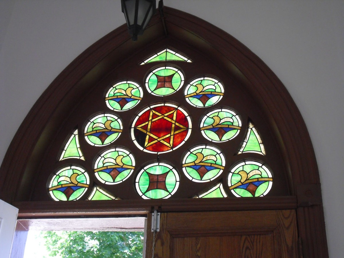 The stained glass above the entrance to the Ahavath Shalom Reform Temple