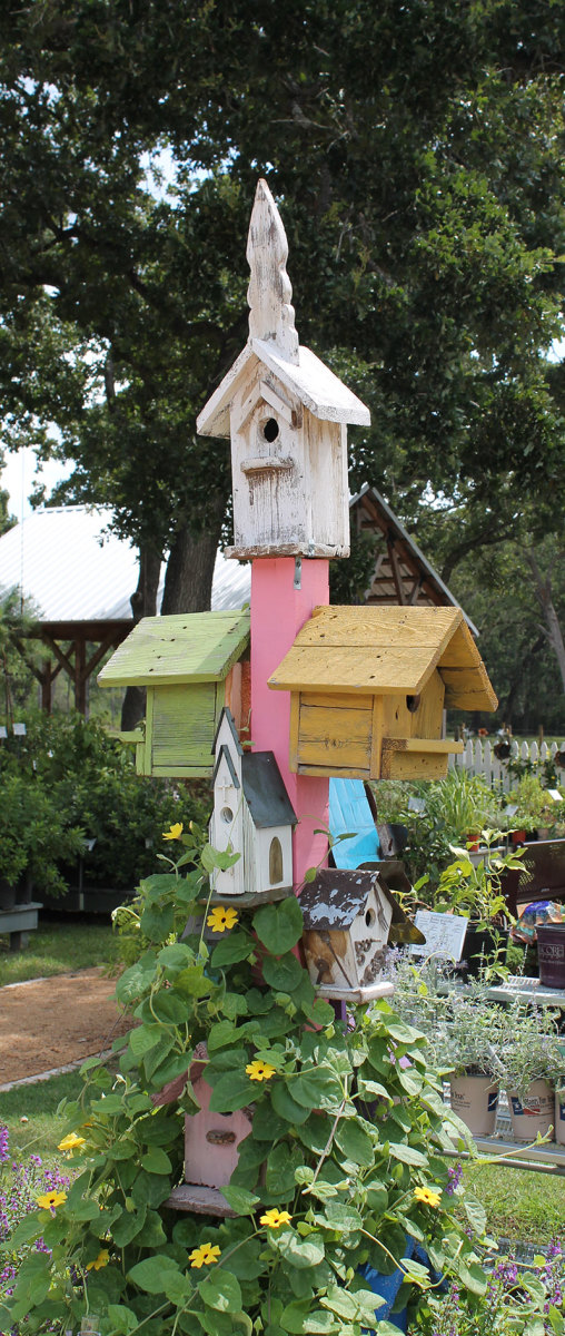 Wacky Creative Garden Art | Blending junk and vintage items into tasteful garden decor