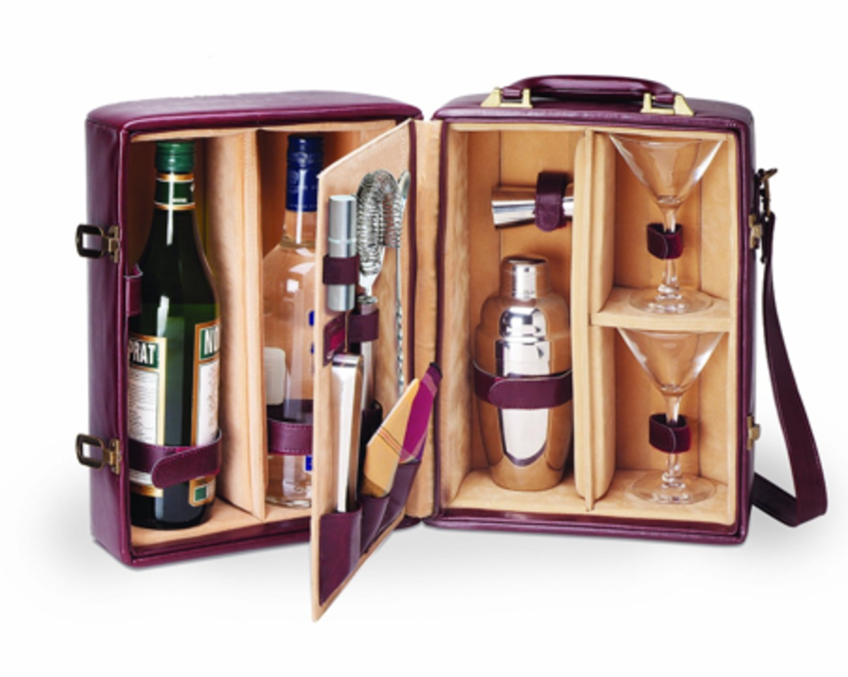 Click the link to the left to see this beautiful traveling bar set