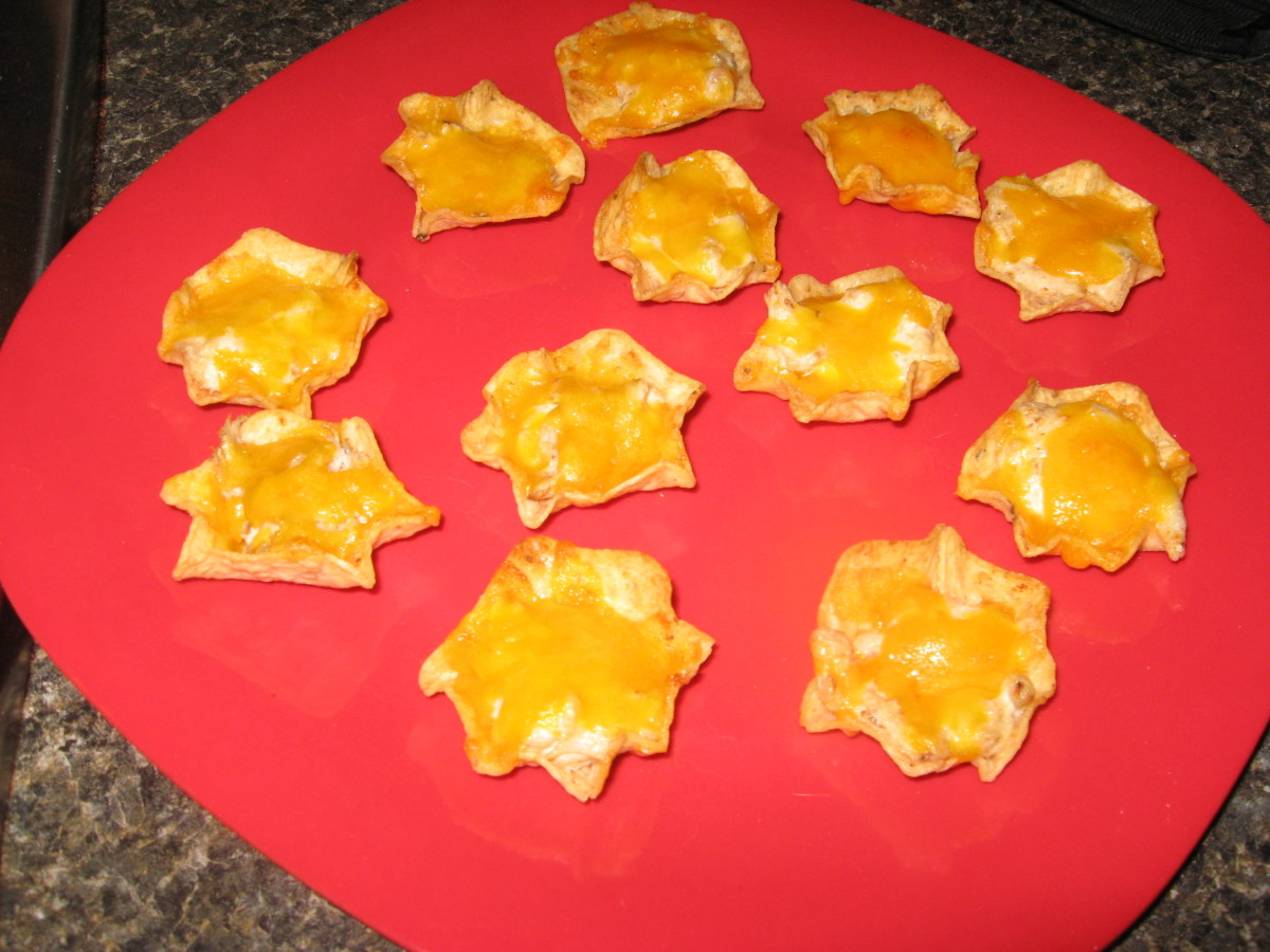 Tostitos Scoops make great little holders for crabmeat.