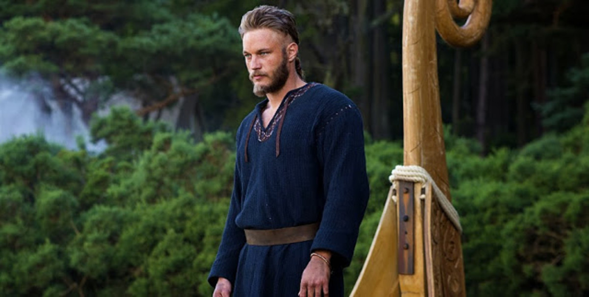 Wait there's no braids in his hair..Does Ragnar get a make over in season 2?