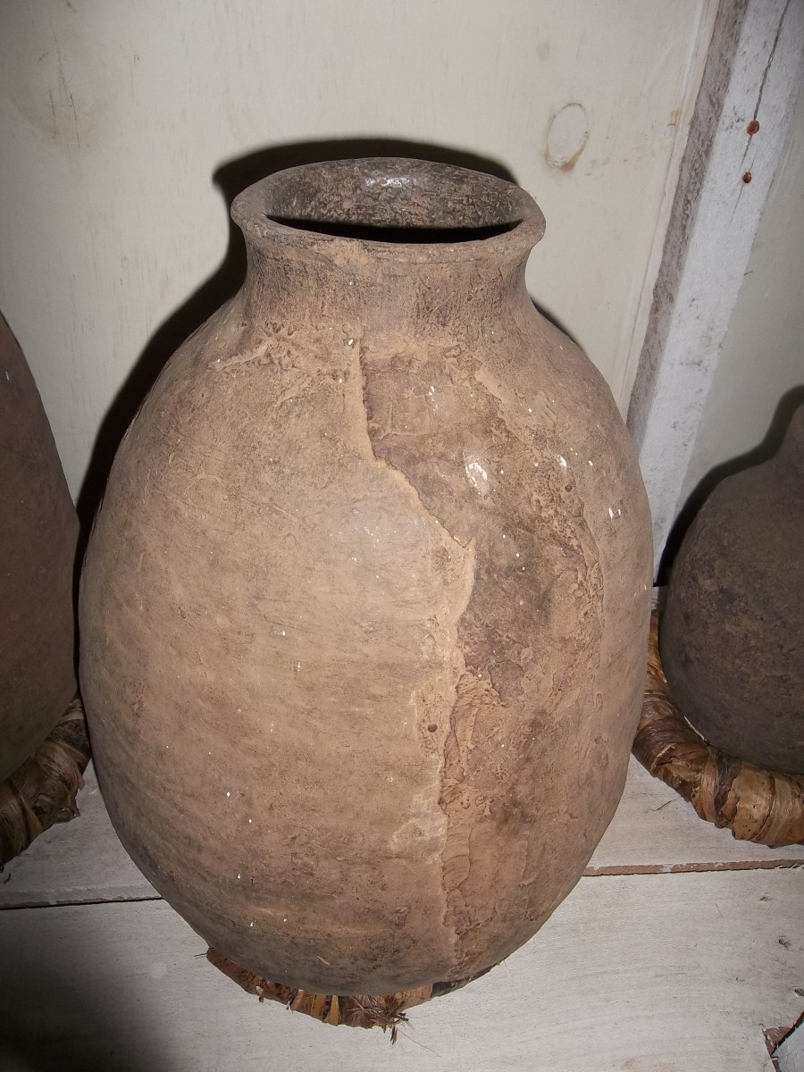 A clay pot - these have been replaced by aluminium pots and pans