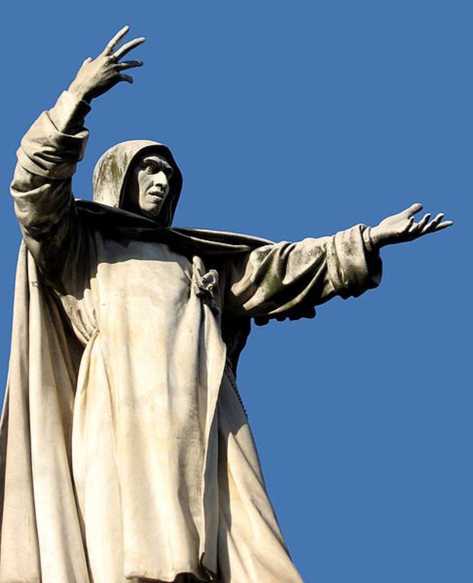 Statue of Girolamo Savonarola.