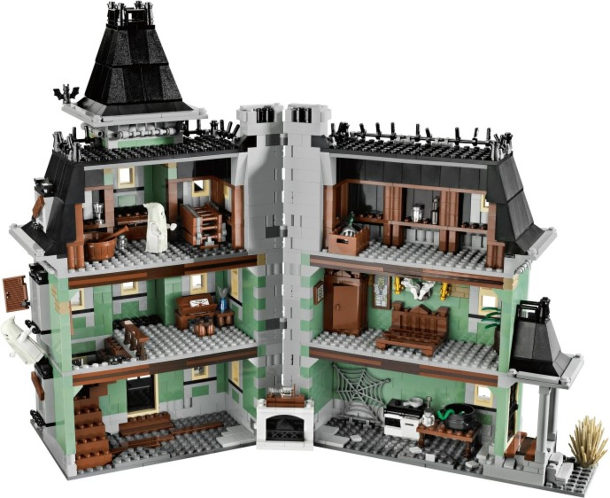 LEGOMonster Fighters Haunted House 10228 Assembled Inside
