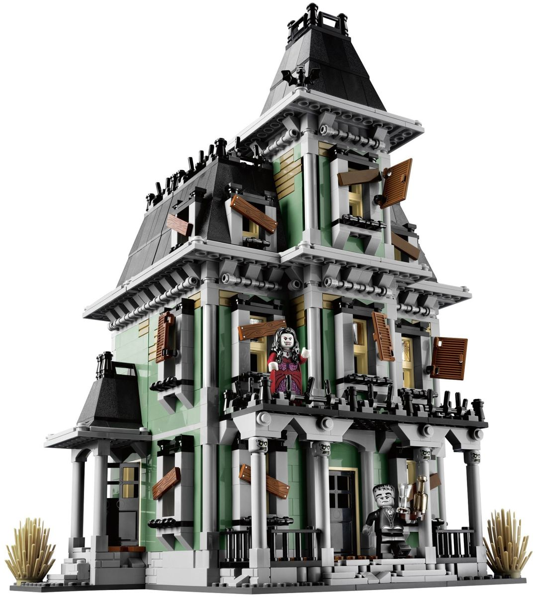 LEGO Monster Fighters Haunted House 10228 Assembled Outside