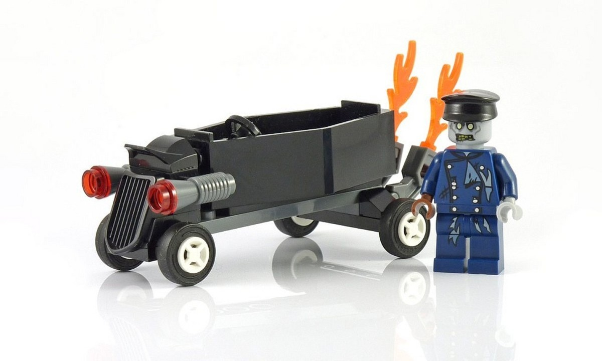 LEGO Monster Fighters Zombie Coffin Car 30200 Assembled