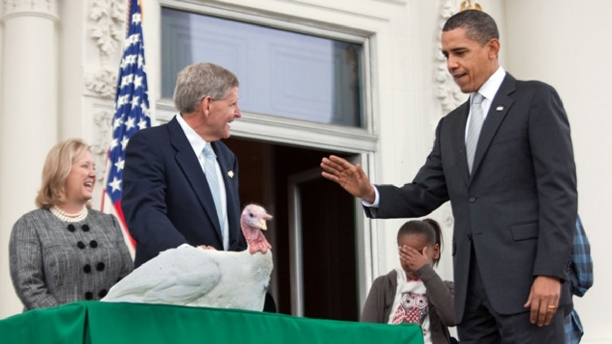 U.S. President Obama Officially Pardons Thanksgiving Turkey