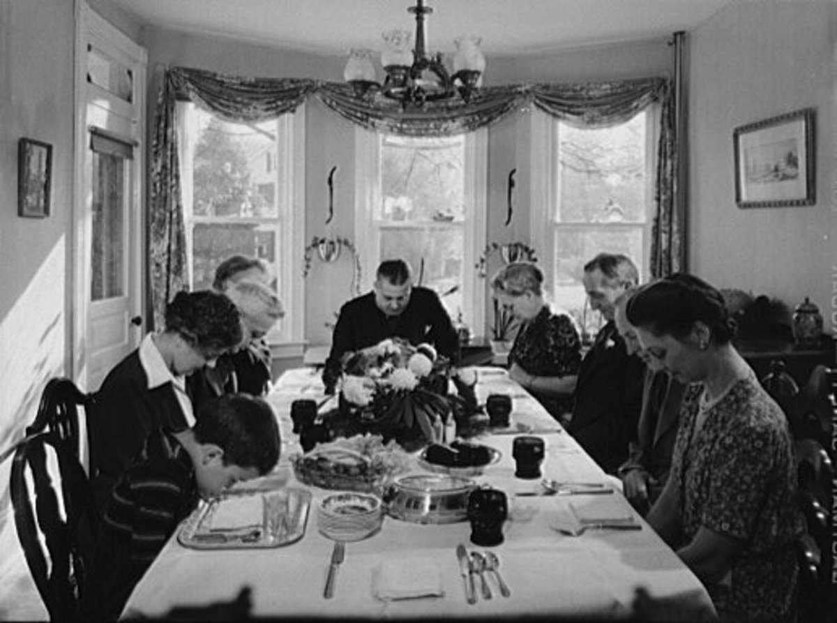 Thanksgiving Dinner 1942 During World War II