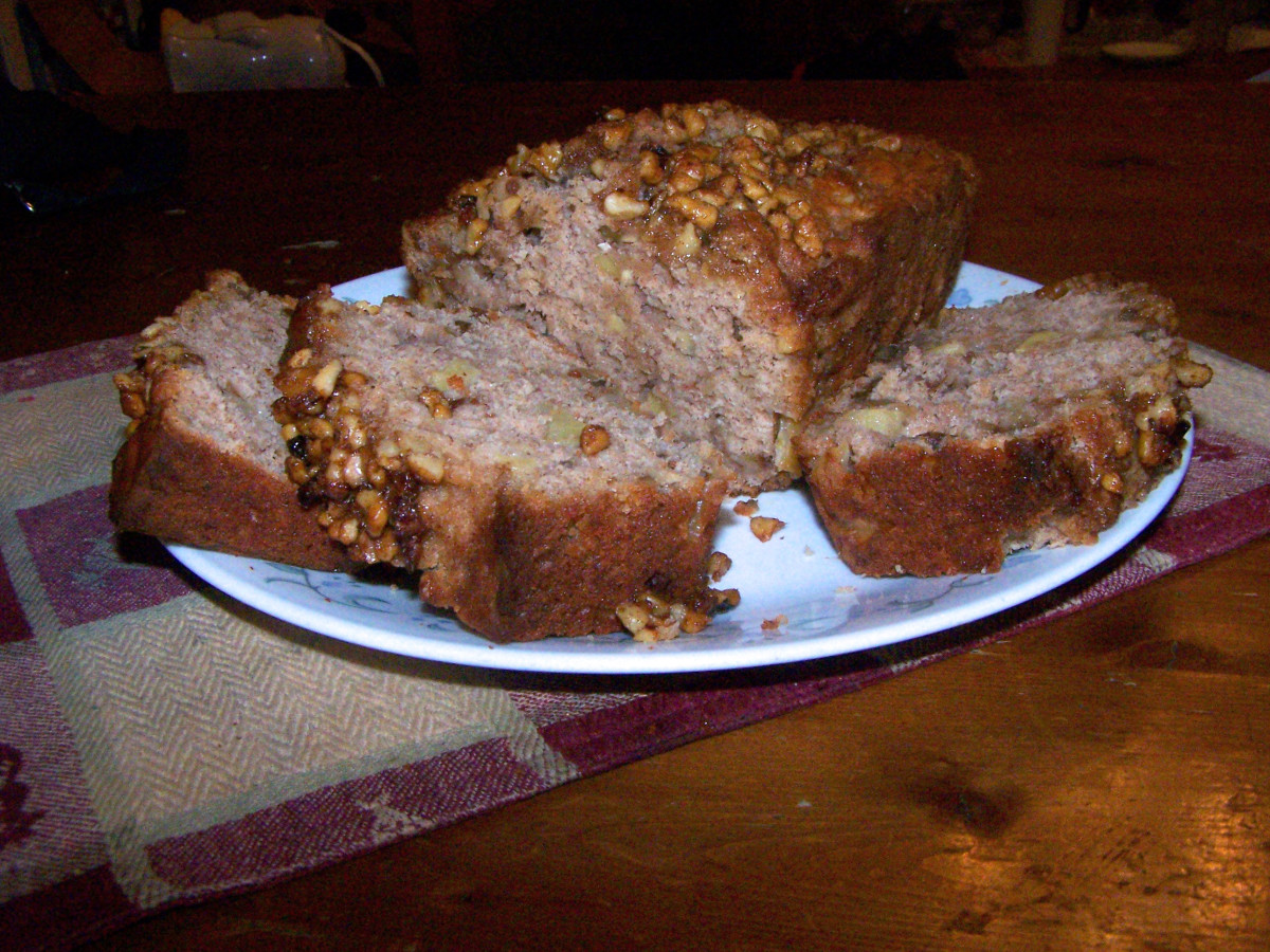 Samhain Recipe: Apple Walnut Bread With Sweet Walnut Crumble Topping