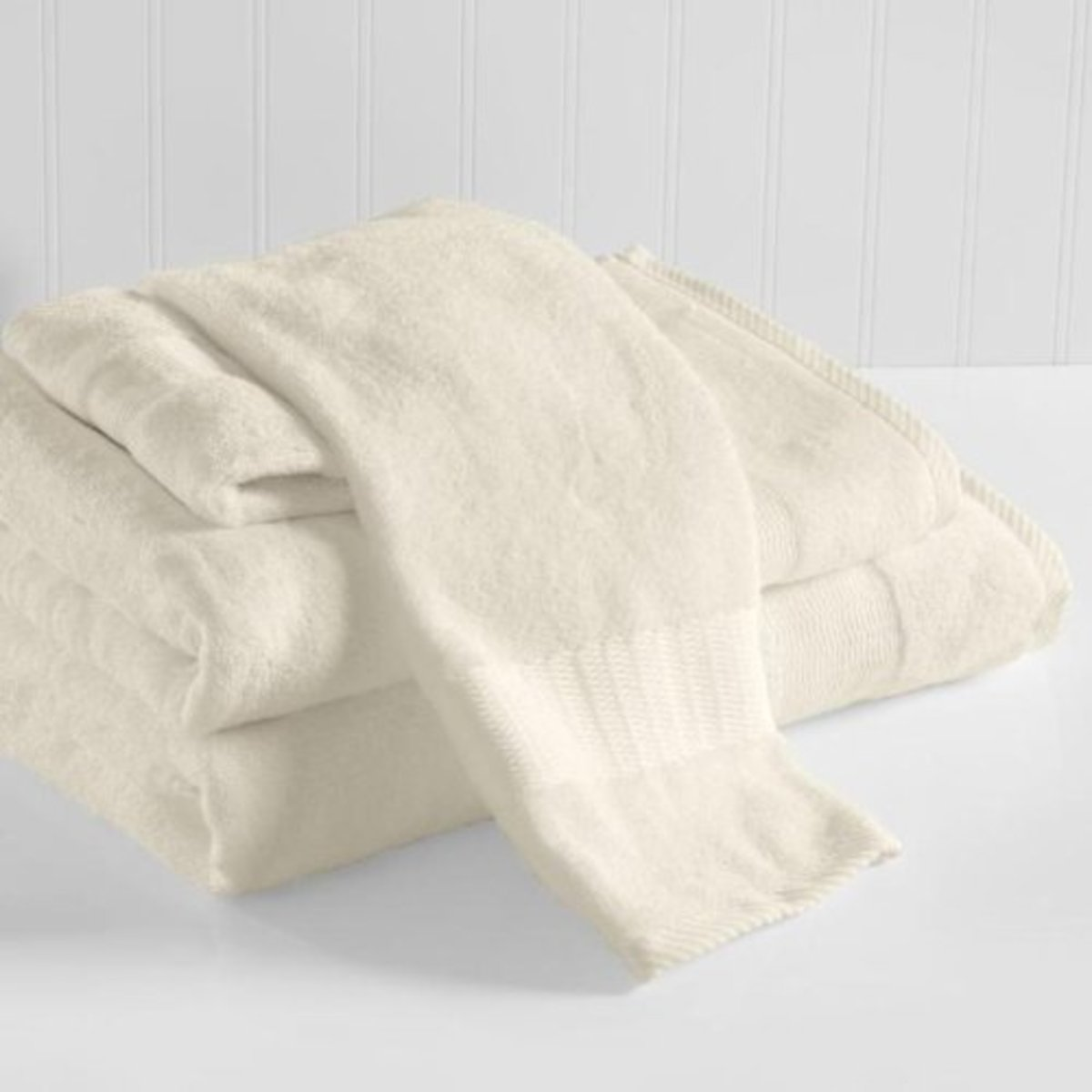 Brookstone is known for luxury. This towel, made from 35% Egyptian Cotton and 65% Bamboo Rayon, is both comfortable and durable.
