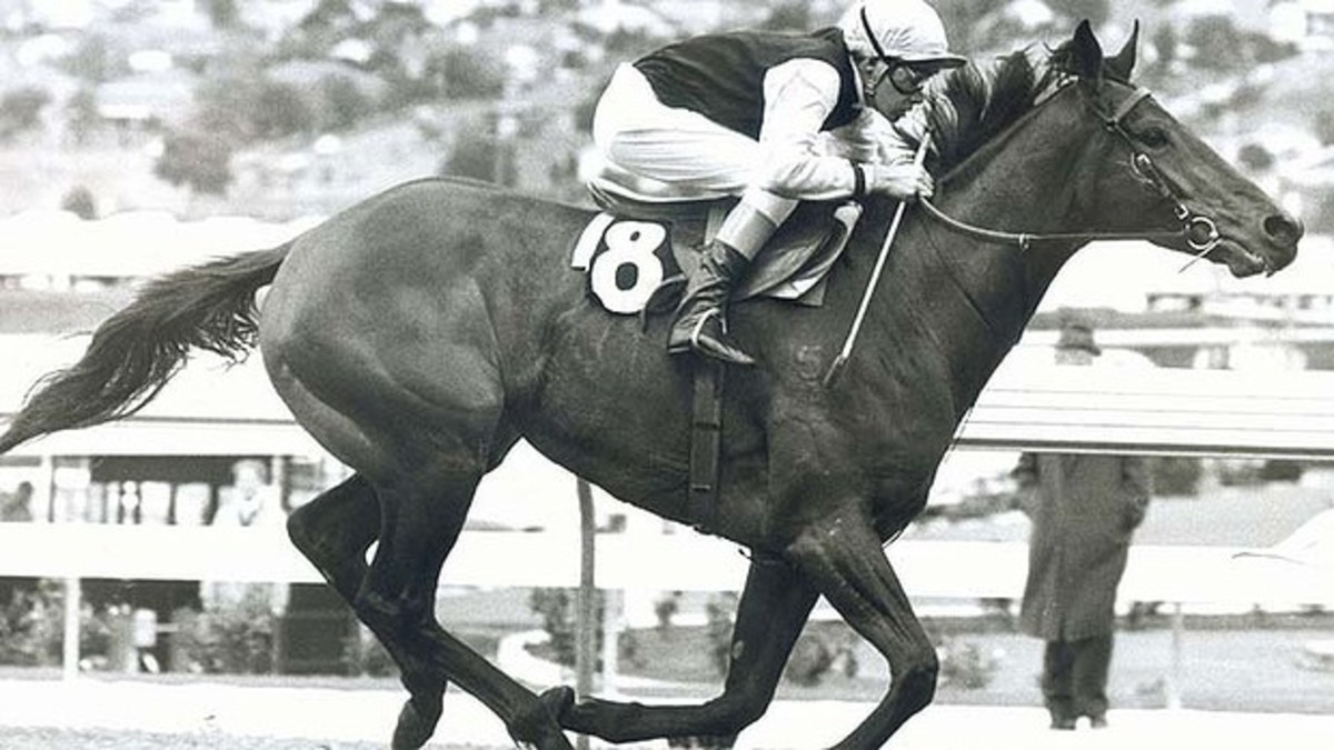 Dulcify winning the AJC Derby on protest in 1979.