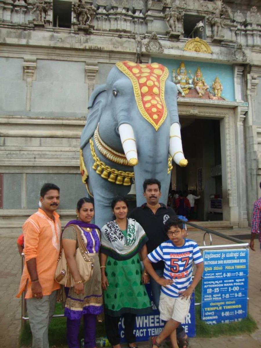 Author with his family and friends at the entrance point of the Murudeshwara Temple