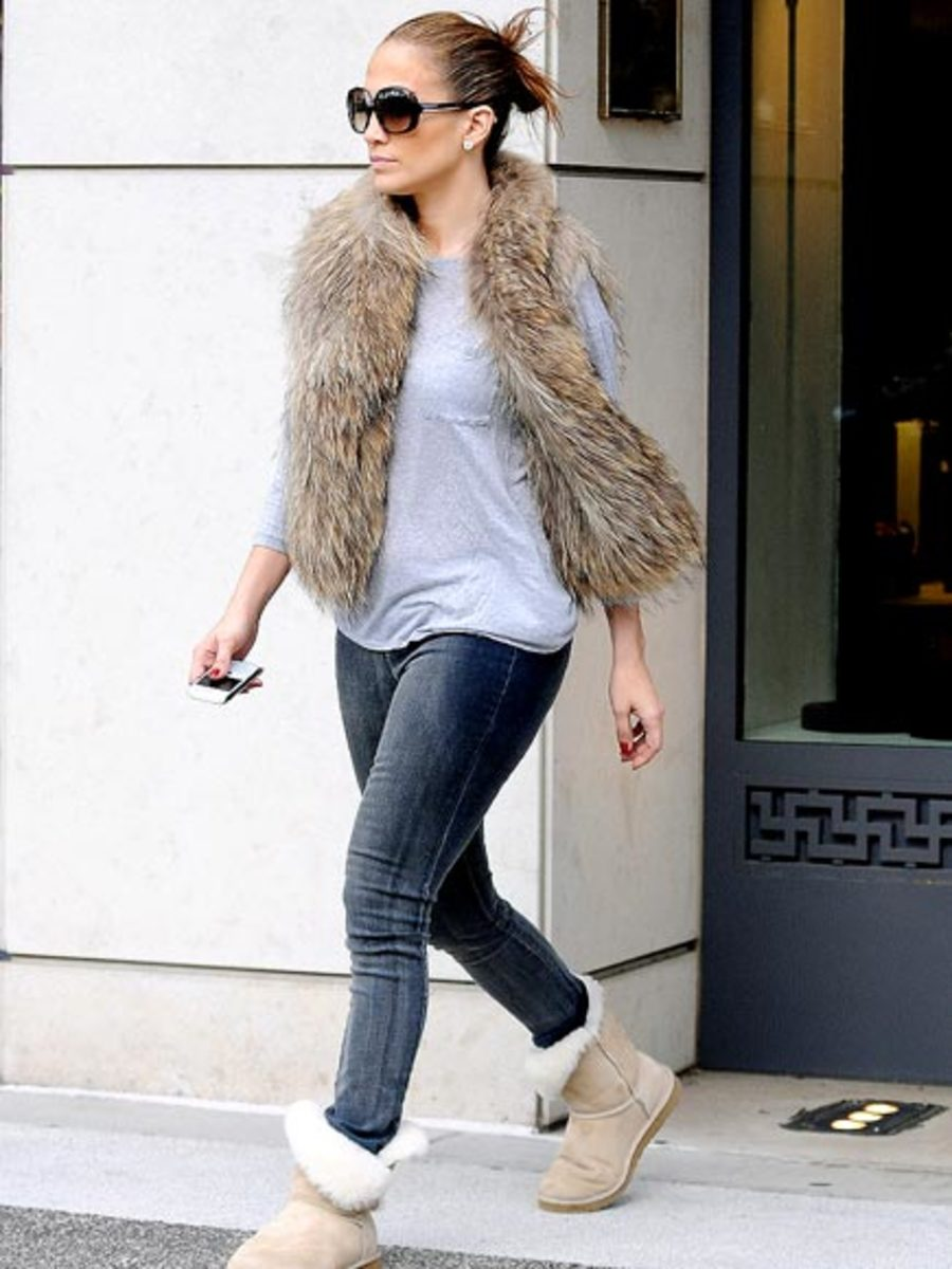 Stylish Jennifer Lopez gracefully pulls together the fur vest with blue jeans and a t shirt and Uggs