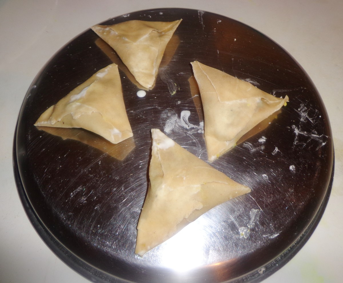 Apply the same procedure for rest of the samosa pieces.