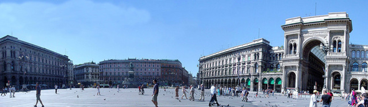Panoramic view of Piazza Duomo