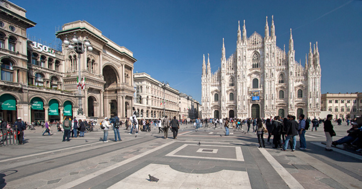 Cathedral and Vittorio Emmanuelle II arcade at Piazza Duomo in MIlan