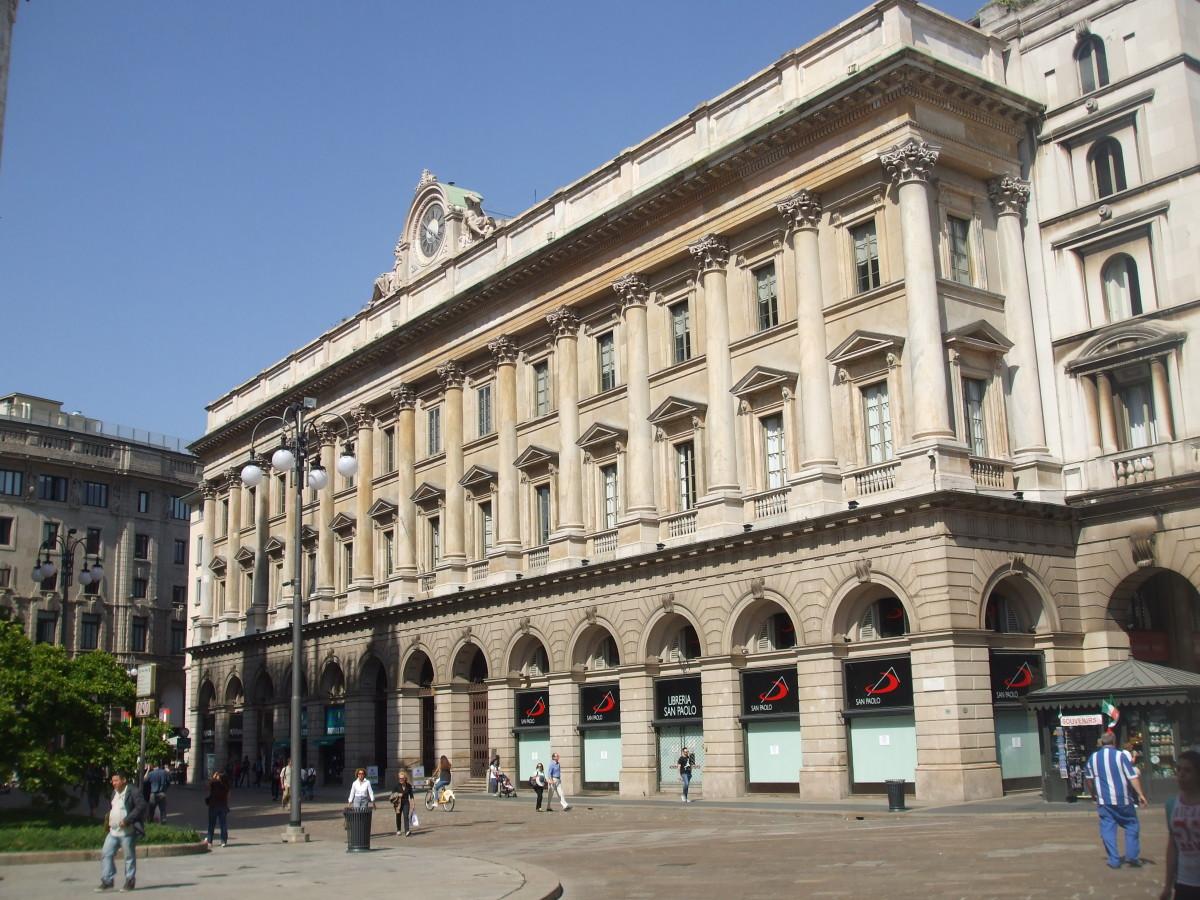 Palazzo della Veneranda Fabbrica del Duomo on the east side of the Piazza.