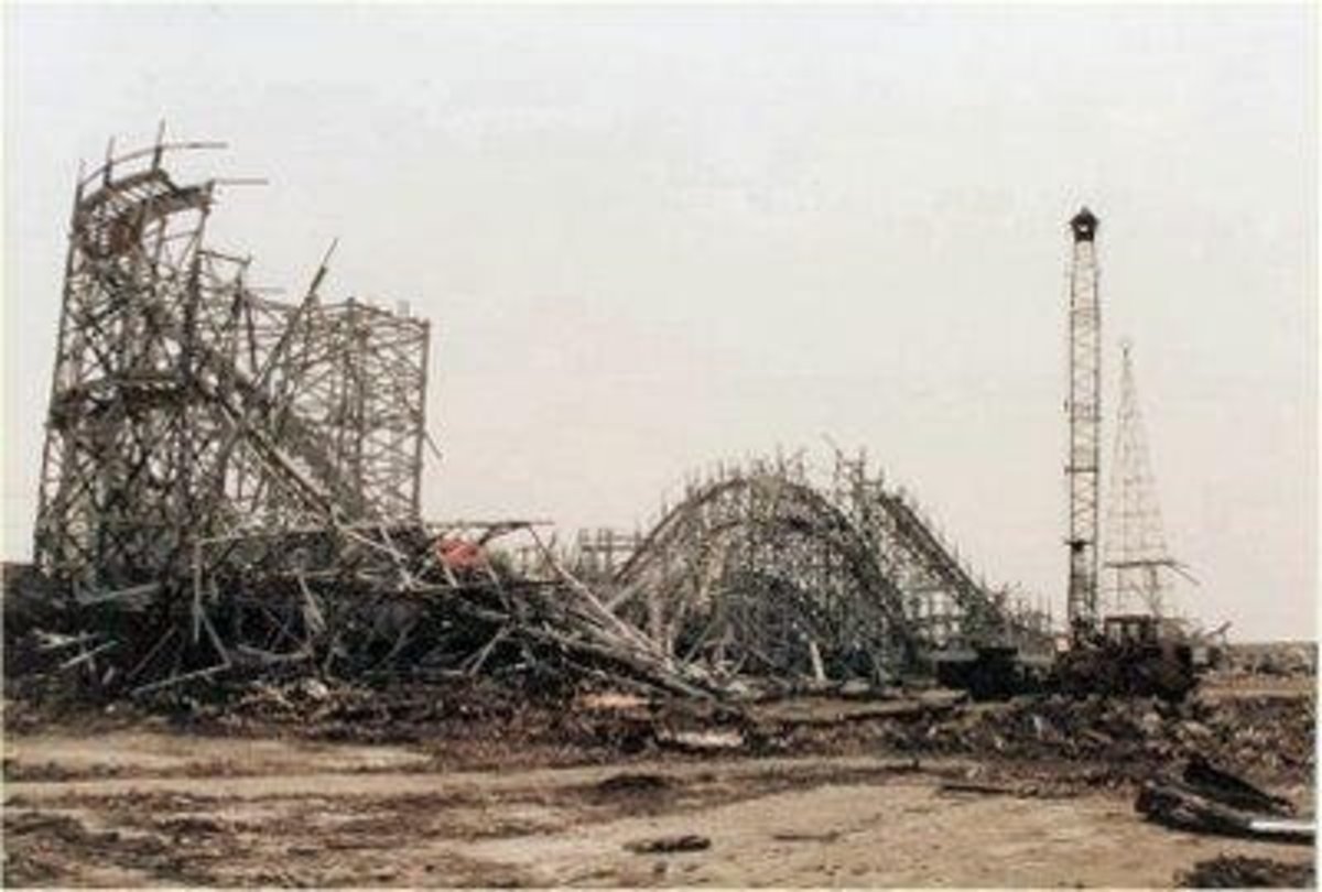 The Atom Smasher and the rest of Rockaway Playland being torn down