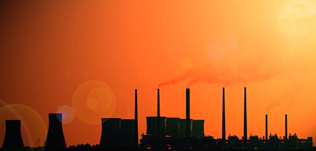 Raichur Coal-fired power plant, Karnataka, India.  Photo by Tanzeel Ahad, courtesy Wikimedia Commons.