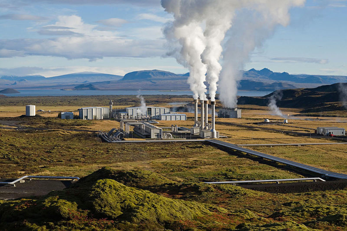 Nesjavellir geothermal power plant, Iceland.  Photo by Gretar Ívarsson, courtesy Wikimedia Commons.