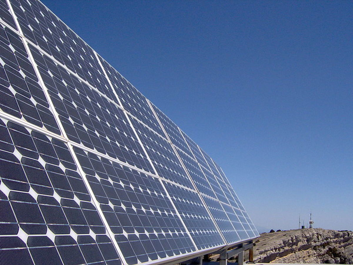 Solar panels.  Photo by Fernando Tomas, courtesy Wikimedia Commons.