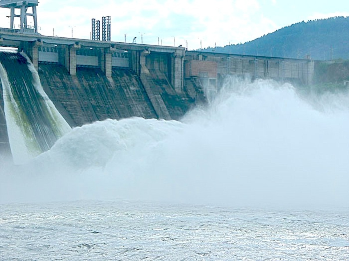 Krasnoyarsk Hydropower station.  Photo by vadimpl, courtesy Wikimedia Commons.