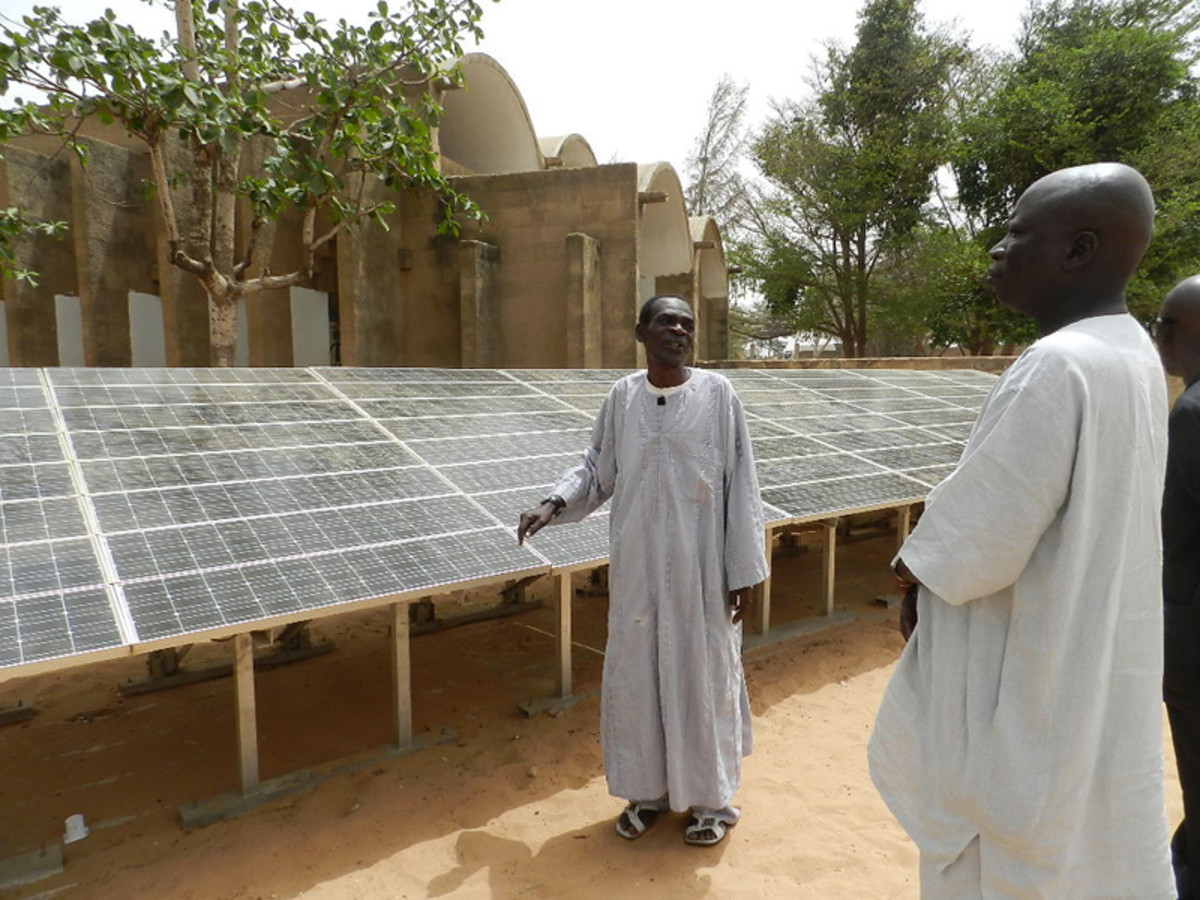 Solar energy at work in Africa.  Photo by Fratelli dell'Uomo Onlus, Elena Pisano, courtesy Wikimedia Commons.