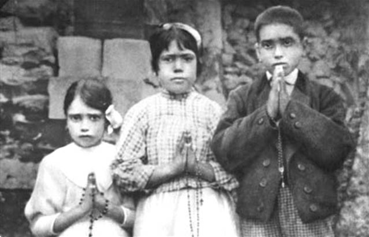 A 1917 photo of the real visionaries of Fatima: Jacinta (age 7), Lucia (age 10) and Francisco (age 9)