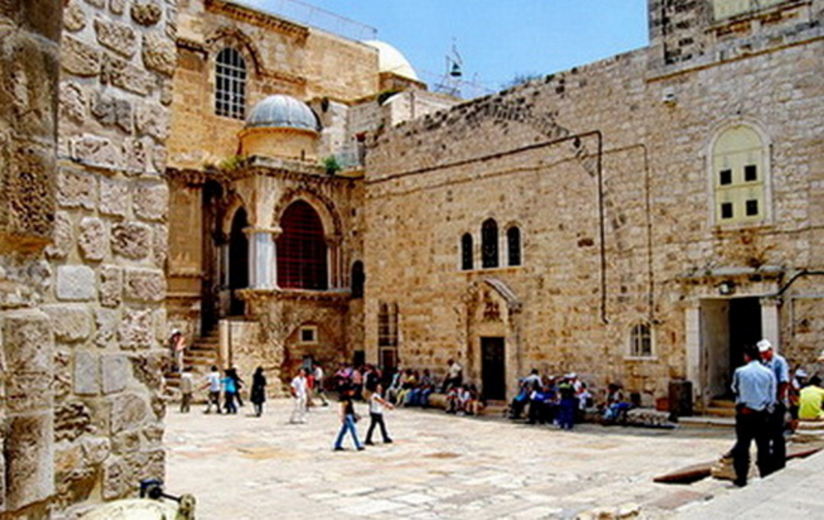 The front yard of the Holy Sepulcher, with the Coptic church in the center with three arched windows above, the Ethiopian chapel on its left side through which we entered the Holy sepulcher, and the Chapel of the Franks with blue dome above (Stn 10)