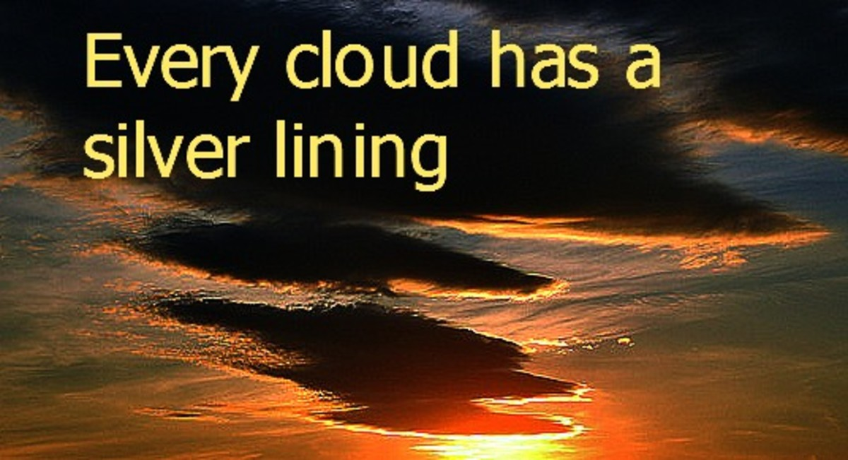 every cloud has a silver lining - Wiktionary